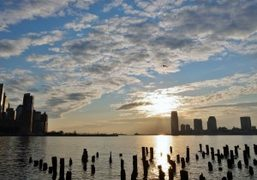The last sunset of 2011 over lower Manhattan. Photo Juliana Balestin