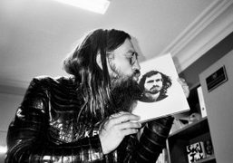 Max Snow kissing my portrait by Handpoint at the Purple Institute, Paris….