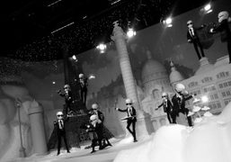 Mechanical Karl Lagerfeld dolls in one of the many Chanel holiday windows…