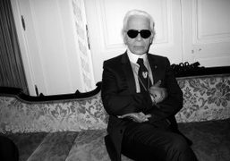 Karl Lagerfeld in the private salon of Printemps after the revealing of…