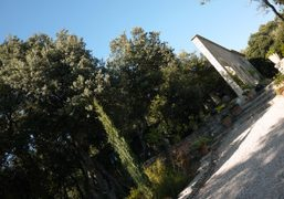 View of André Saraiva's summer house, Bonnieux, Luberon. Photo Olivier Zahm