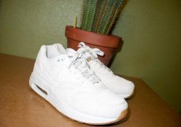 The new crisp whiteA.P.C. x Nike Air Max 1 sneakers now on…