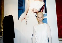 Tilda Swinton at the Pringle of Scotland Princess Grace: Habiller Une Image…
