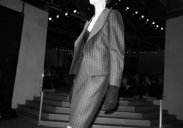 First look of the Yves Saint Laurent F/W 09/10 show, Palais de…