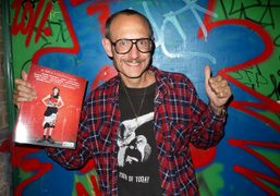 Terry Richardson holding the new issue of Purple Fashion Magazine #16, in…