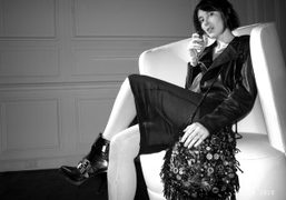 Paula Goldstein on one of the Nya Berlin sofas at the Hôtel…