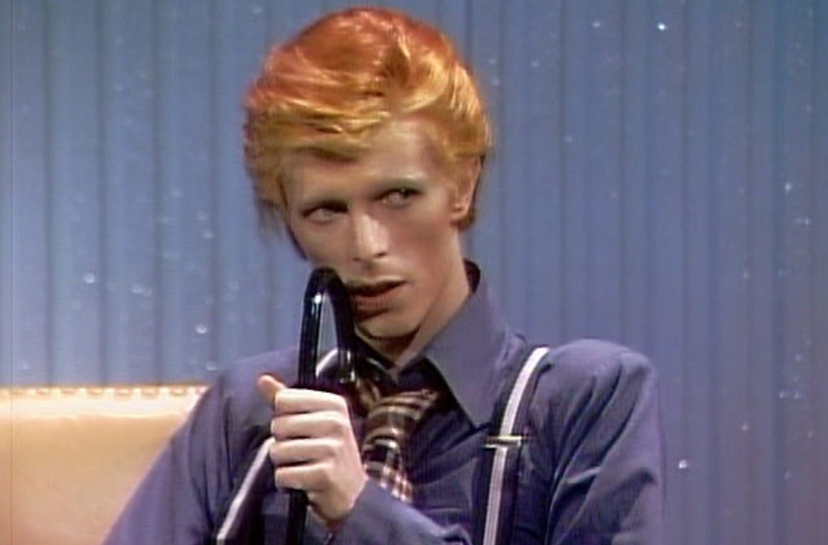 Alex Bag TV Takeover / David Bowie Interview on the Dick Cavett Show (1974)