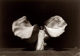 Dries Van Noten TV Takeover – Loie Fuller's Danse Serpentine (1897)